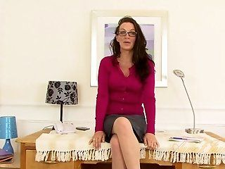 Amateur,HD,Mature,British,MILFs,Masturbation,Stockings Naughty secretary Marlyn is a British...