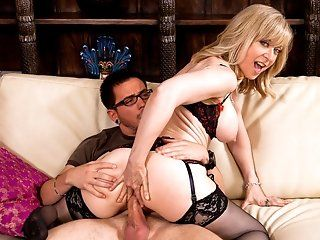 Big Tits,Blonde,Blowjob,Facial,MILFs,Mature,Stockings,Shaved,Lingerie Nina catches her...