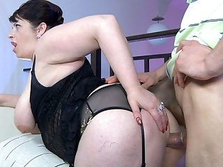 Hardcore,Mature,Stockings,Brunette,BBW Lusty chubby mommy Caroline parts her...