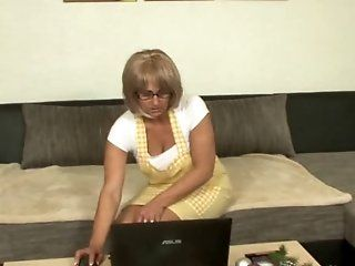 Mature,Cunnilingus,Oldie Horny blonde mom seduce a young man...