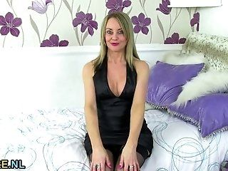 Mature;MILF;Masturbation;Blonde;HD Sexy mature lady masturbating in...
