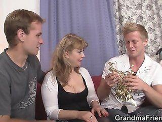 Group;Mature;Facials;Blonde;HD Sexy mommy enjoys...