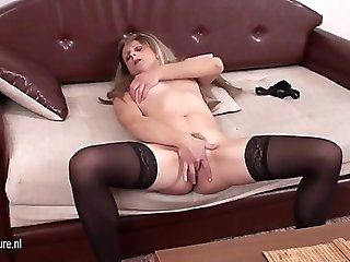 Amateur;Mature;MILF Naughty mom...