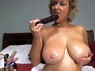 Amateur;Mature;MILF Fucking hot mom
