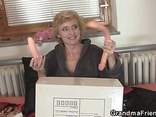 Group;Mature;Facials;Blonde;HD Skinny granny spreads legs for two cocks