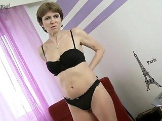 Amateur;Mature;MILF Mature mother with hairy hungry...