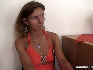Group;Mature;HD Hot old mom...
