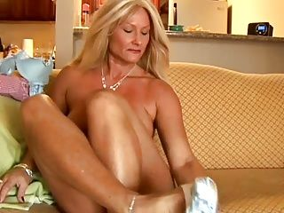 Cougars;Grannies;Matures;MILFs;Muscular Women;Top Rated;Wife;Housewife;Mother;Older;American;Amsterdam More Grannies w...