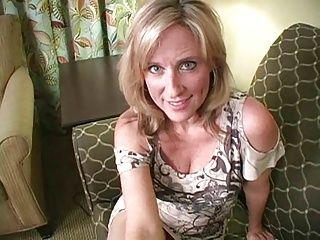 Masturbation;Matures;MILFs;POV;JOI;Sexy;Your Mom;Mom Mom Wants Your Load - JOI