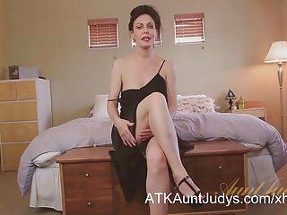 Amateur;Big Boobs;Masturbation;Matures;MILFs;HD Videos;Cougars;Sexy Cougar;Sexy;Aunt Judy's Sexy cougar Nancy Vee masturbates.