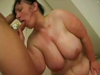Brunettes;Matures;Old+Young Femme mure brune...