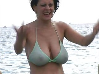 Big jiggly titties in bikinis