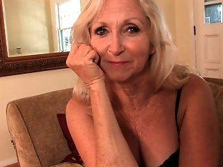 Amateur,HD,Mature,Blonde Blonde GILF Annabelle masturbates for...