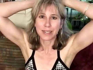 Hairy,Masturbation,MILFs,Mature,Dildos/Toys Sexy lady wants a...