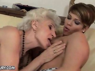 Big Butt,Brunette,Lesbian,Stockings,Rimming,Squirting,College,Hardcore,Threesomes,Face Sitting,Fingering,Mature Viviana enjoys a...