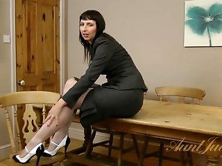 Amateur,HD,Mature,Stockings Tracey gets home...